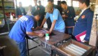 Beberapa mahasiswa STHB mengamati proses bimbingan kerja di Ruang Bimbingan Kerja  Lapas Kelas IIA Yogyakarta