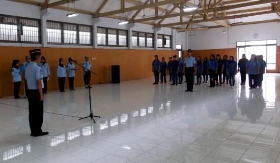Suasana Upacara Pemberian Remisi Anak tahun 2014 Kepada Anak Pidana di Aula Lapas Wirogunan pada Rabu (23/7).