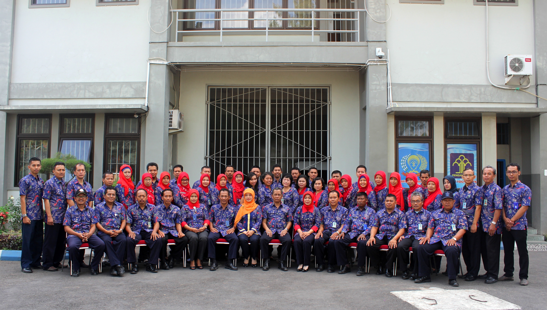 Foto Bersama Seluruh Staf Lapas Kelas IIA Yogyakarta usai apel pagi.