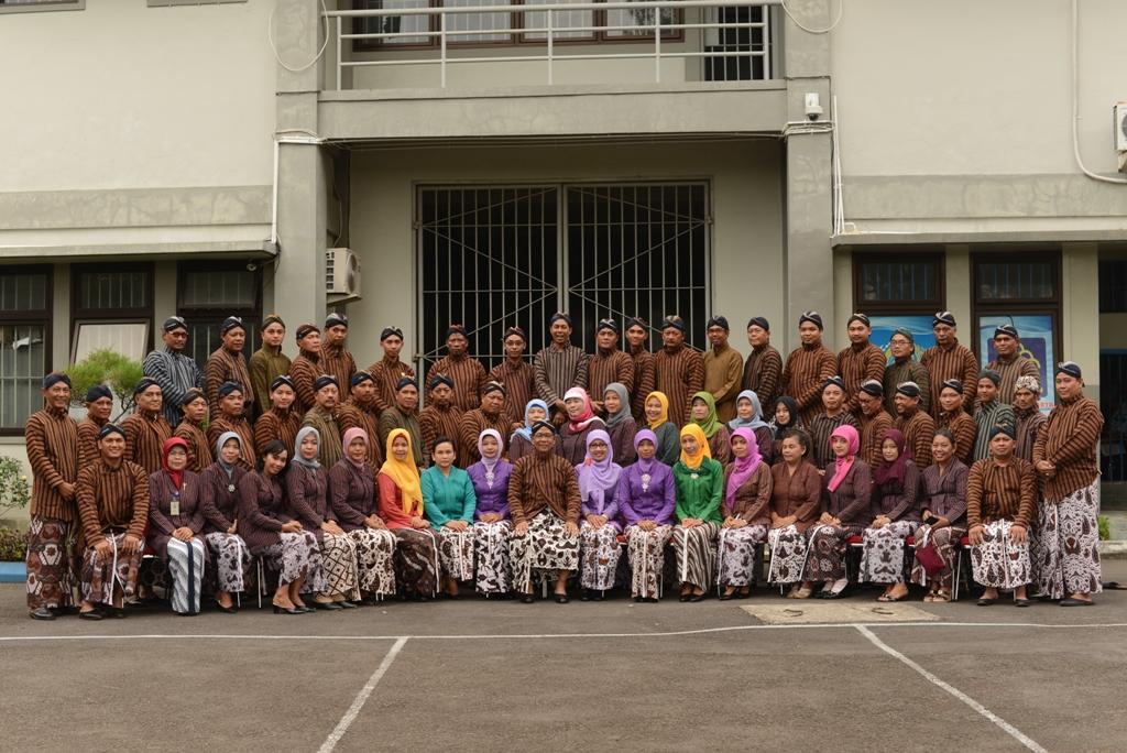 Pegawai Lapas Wirogunan Berpakaian Tradisional Jawa Yogyakarta