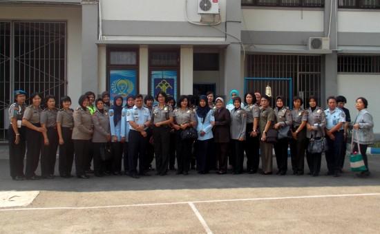 Foto bersama Polwan dan Petugas LP di LP Yogyakarta