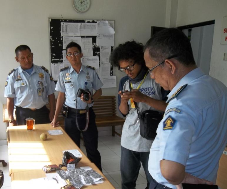 Petugas Sigap Antisipasi Lemparan Berisi Narkoba dari Luar Lapas Wirogunan