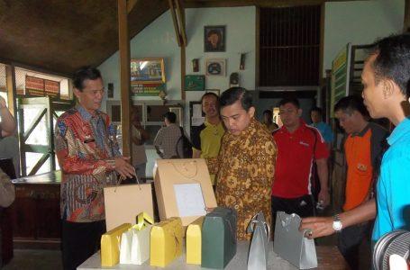 """Direktur Jenderal Peraturan Perundang-Undangan Kunjungi Lapas Wirogunan  Saksikan Marry Jane Membatik dan Menyanyikan lagu """"Indonesia Raya"""""""