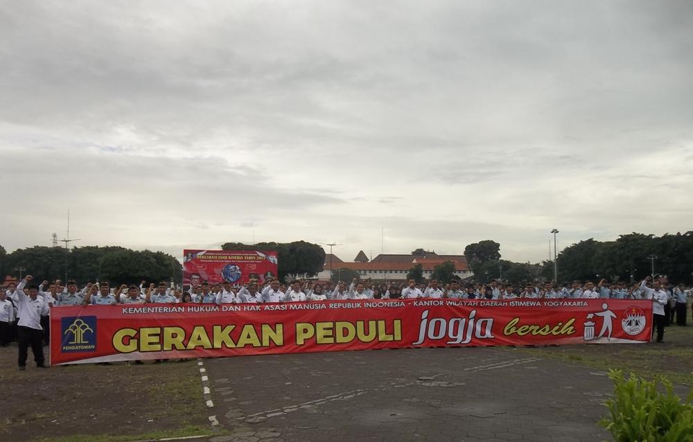 Pasukan Lapas Wirogunan Mengikuti Upacara Deklarasi Janji Kinerja Tahun 2017  Di Alun-Alun Utara Yogyakarta