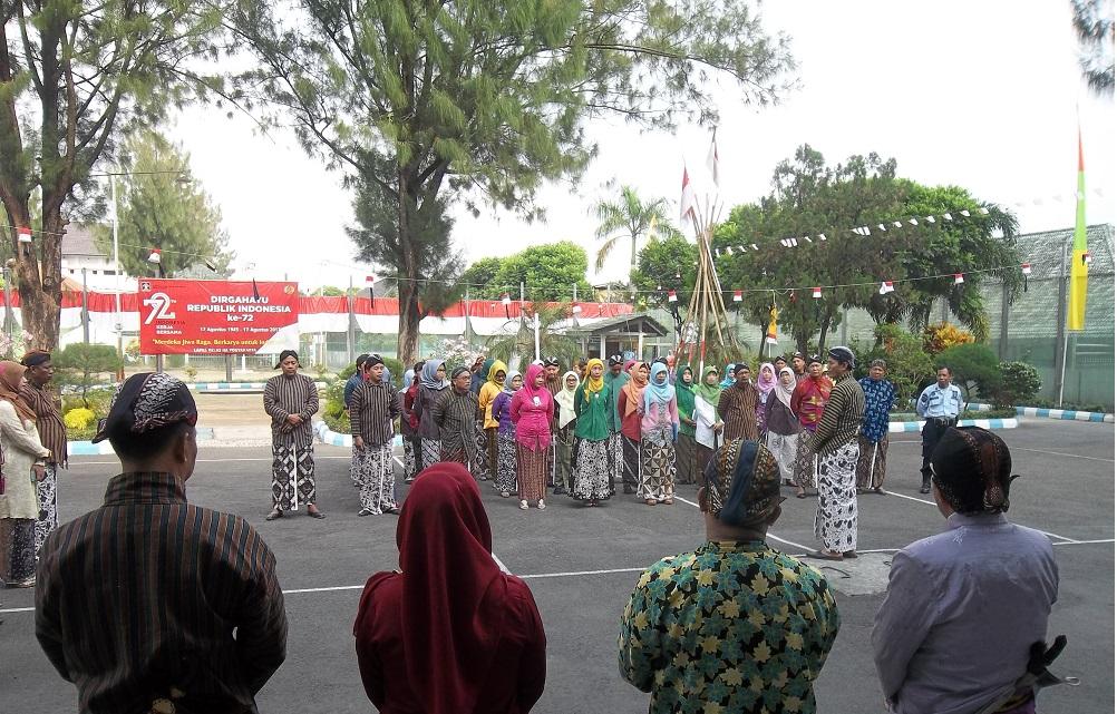 Peringati Hari Keistimewaan Yogyakarta  Petugas Lapas Wirogunan Kenakan Pakaian Adat Jawa