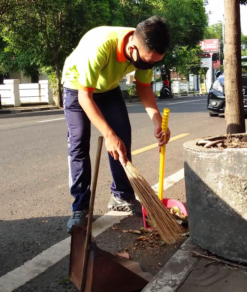 L'Wiro Kembali Jumpa Berlian di Jumat Bersih