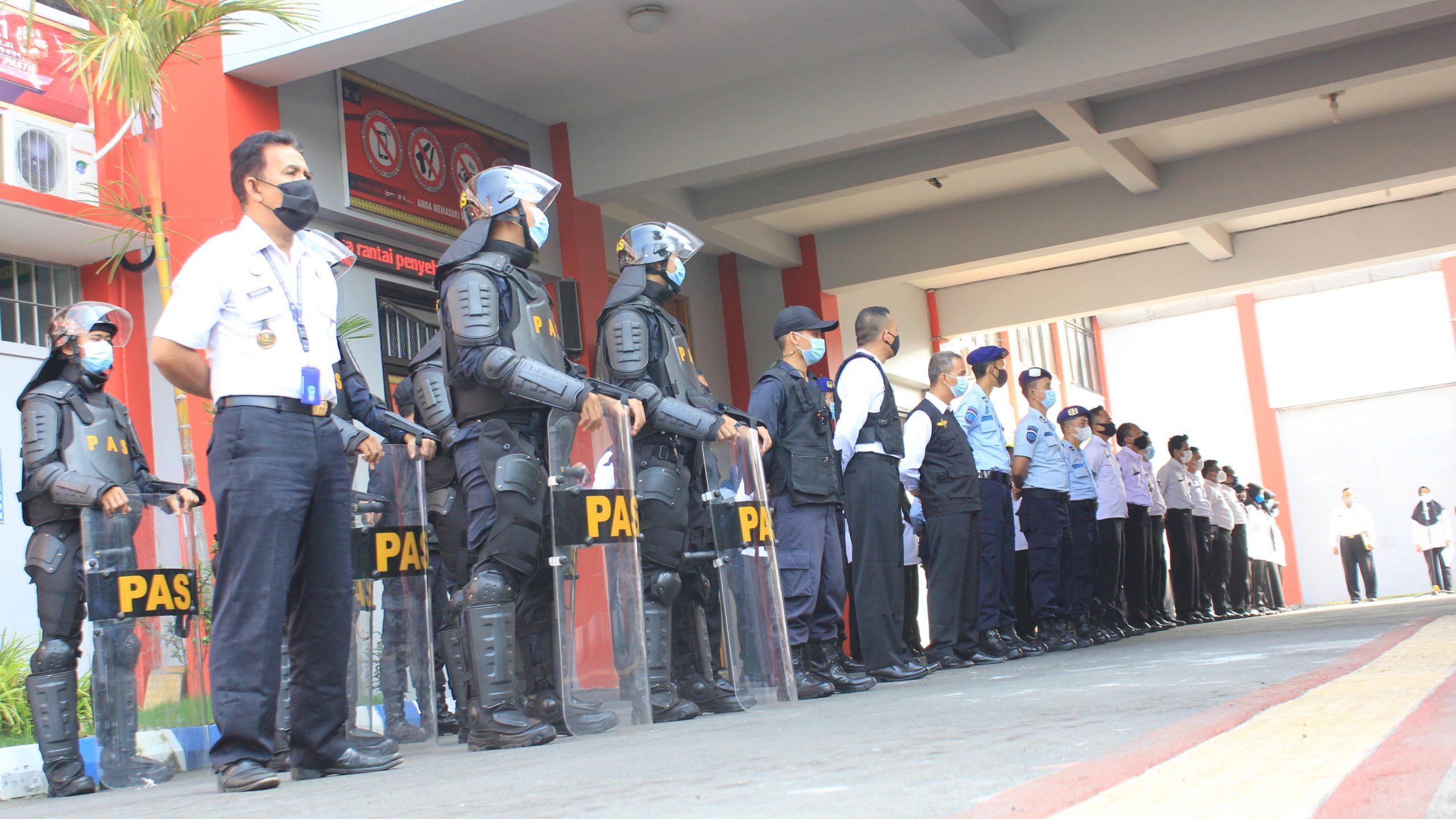 Petugas Pemasyarakatan Lapas Yogyakarta saat mengikuti Apel Siaga Menjelang Hari Raya Idulfitri 1442 H