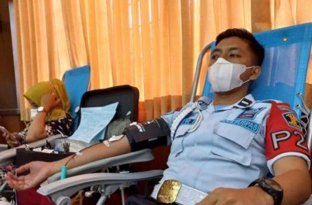 Semarakkan HDKD, Petugas Lapas Yogyakarta Donorkan Darah